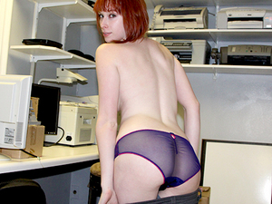 She spreads for the cam under her desk | Slutroulette